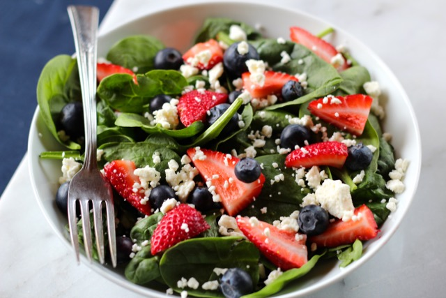 strawberry spinach salad with blueberry